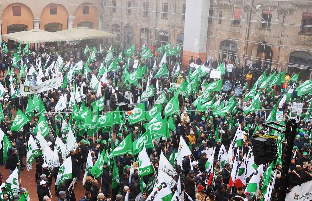 Migliaia di agricoltori a Ferrara chiedono risorse e azioni concrete contro la crisi